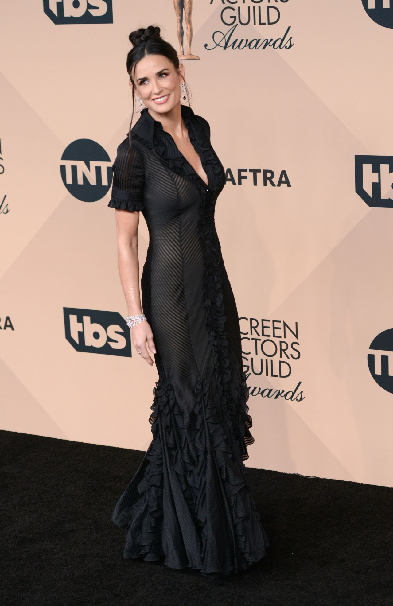 http://celebmafia.com/wp-content/uploads/2016/02/demi-moore-sag-awards-2016-at-shrine-auditorium-in-los-angeles-12.jpg