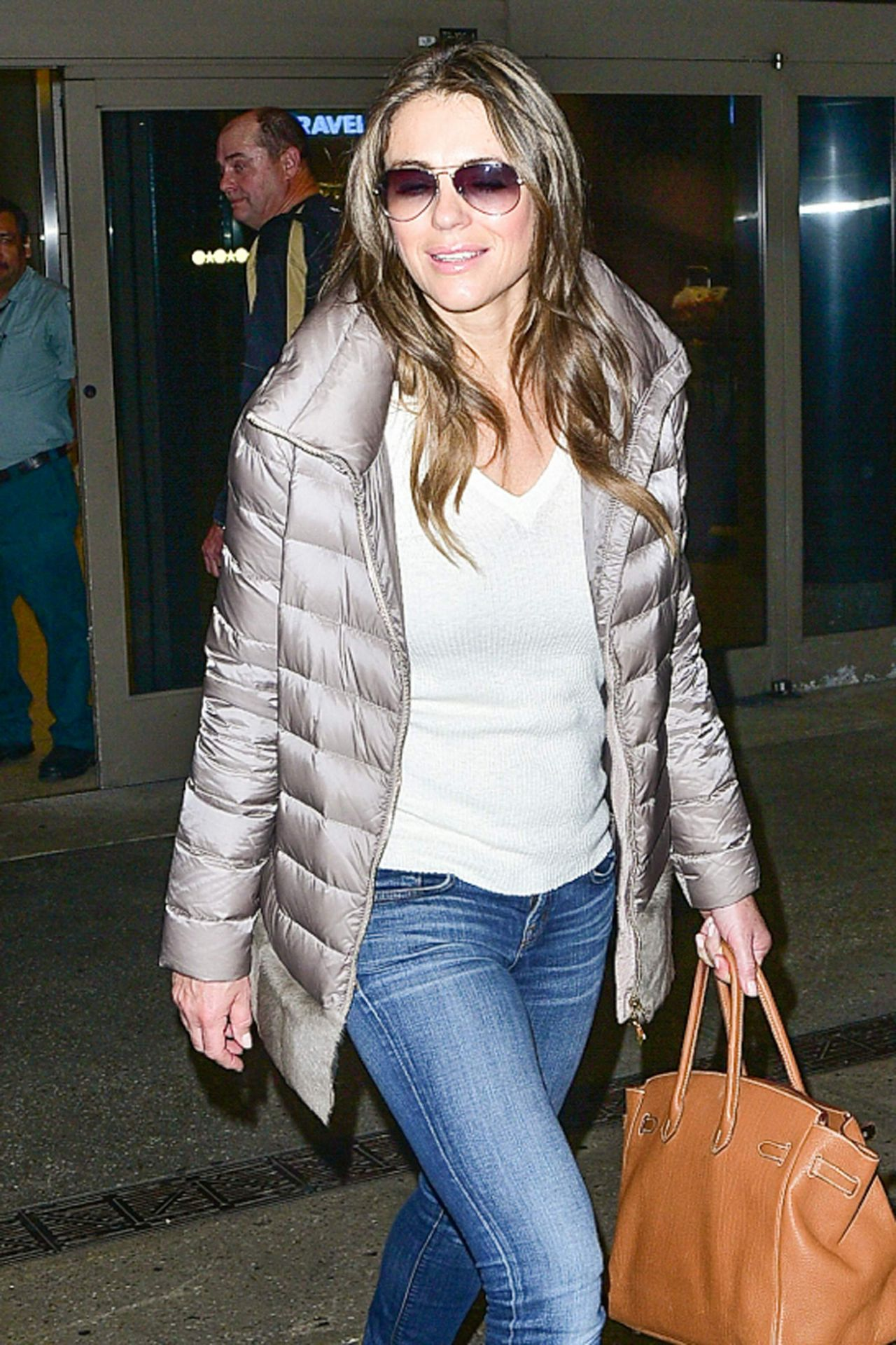 Elizabeth Hurley Airport Style At Lax In Los Angeles