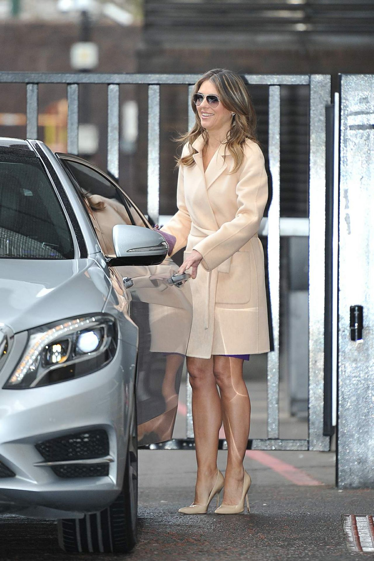 Elizabeth Hurley Style Arriving For An Interview On The