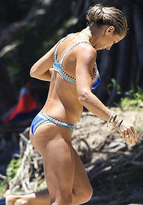 Elsa Pataky Bikini Candids - Byron Bay, February 2016