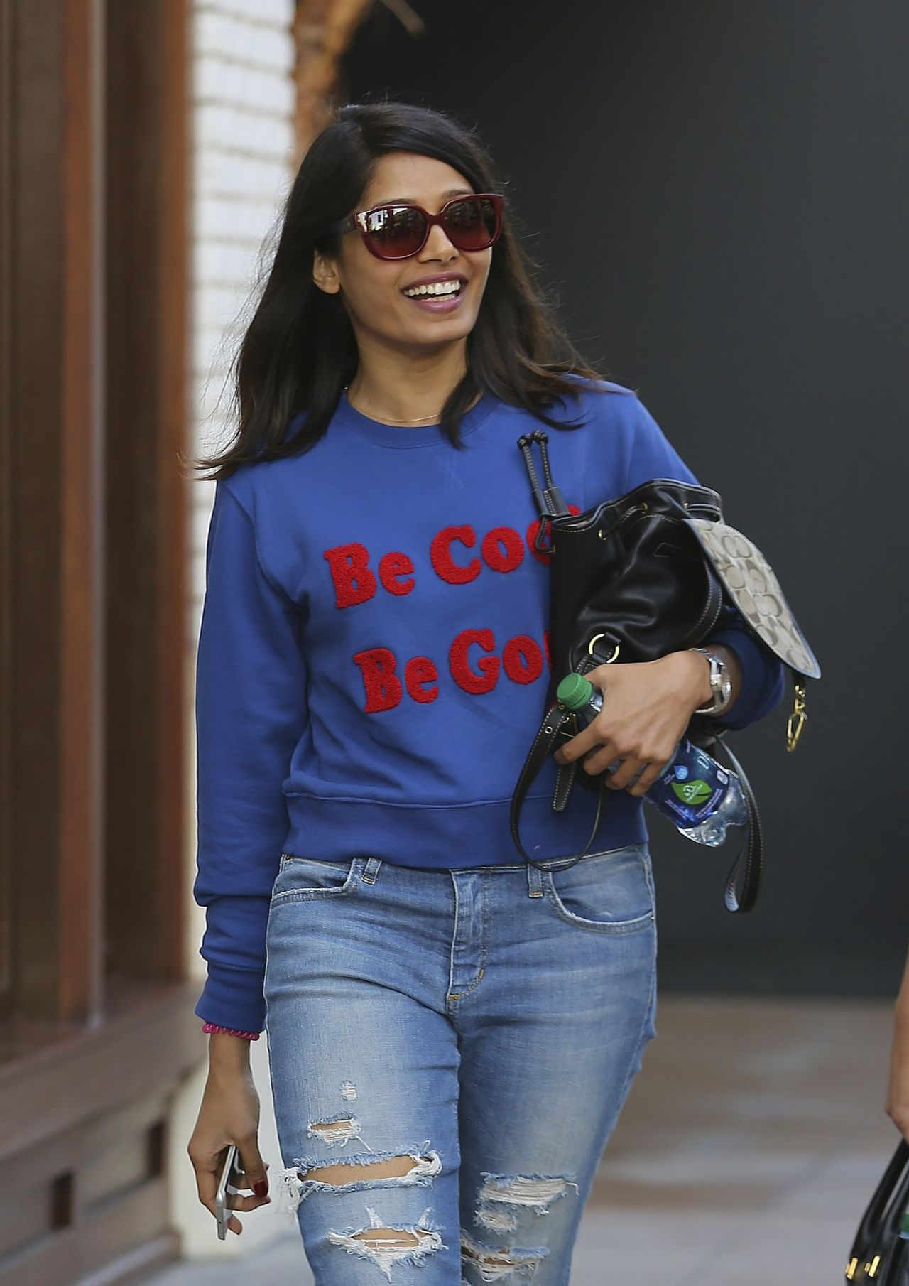 Freida Pinto in Ripped Jeans - Shopping at The Grove in ... фрида пинто