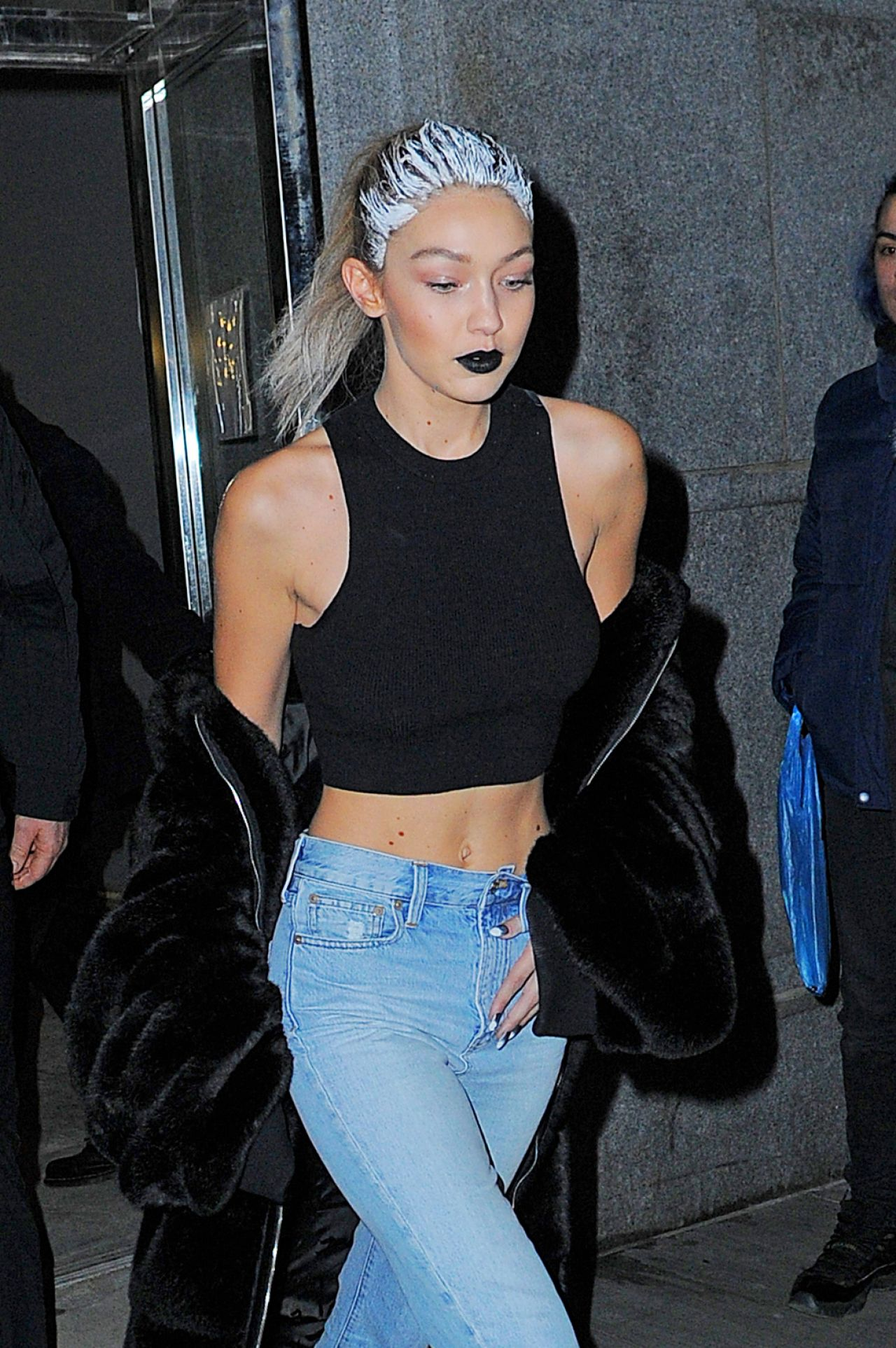 gigi hadid fenty x puma by rihanna show nyfw february 2016. Black Bedroom Furniture Sets. Home Design Ideas