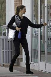 Gisele Bundchen in Tights - Gets Back to the Gym in Boston, February 2016