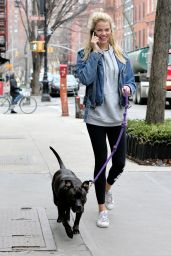 Hailey Clauson Wearing a Sporty Outfit As She Walks Her Dog in New York City, February 2016