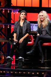 Hayden Panettiere & Christina Aguilera Perform