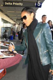Jada Pinkett Smith - Catches a Flight Out of Los Angeles 2/8/2016
