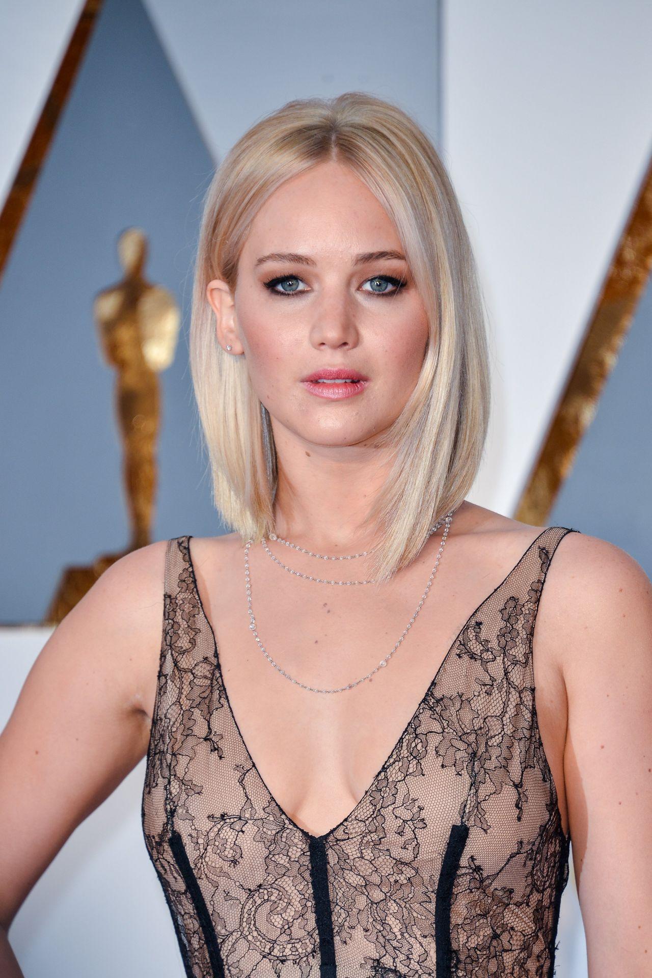 Jennifer Lawrence – Oscars 2016 in Hollywood, CA 2/28/2016