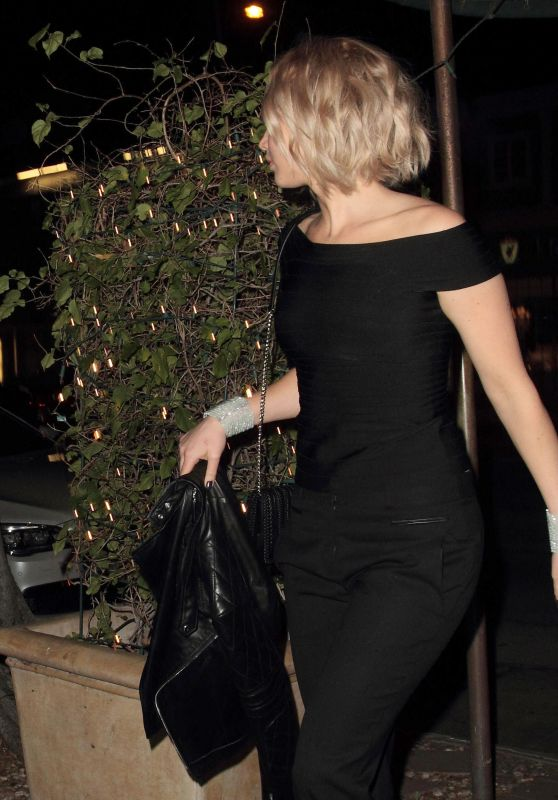 Jennifer Lawrence - Tries to Duck into Madeo Restaurant Incognito - Los Angeles, February 2016