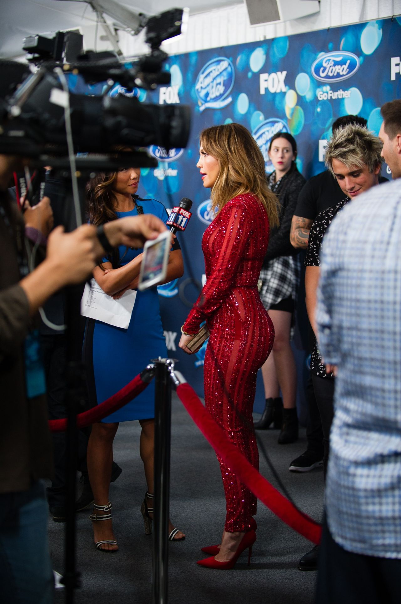 Full Sized Photo of jennifer lopez looks red hot in a