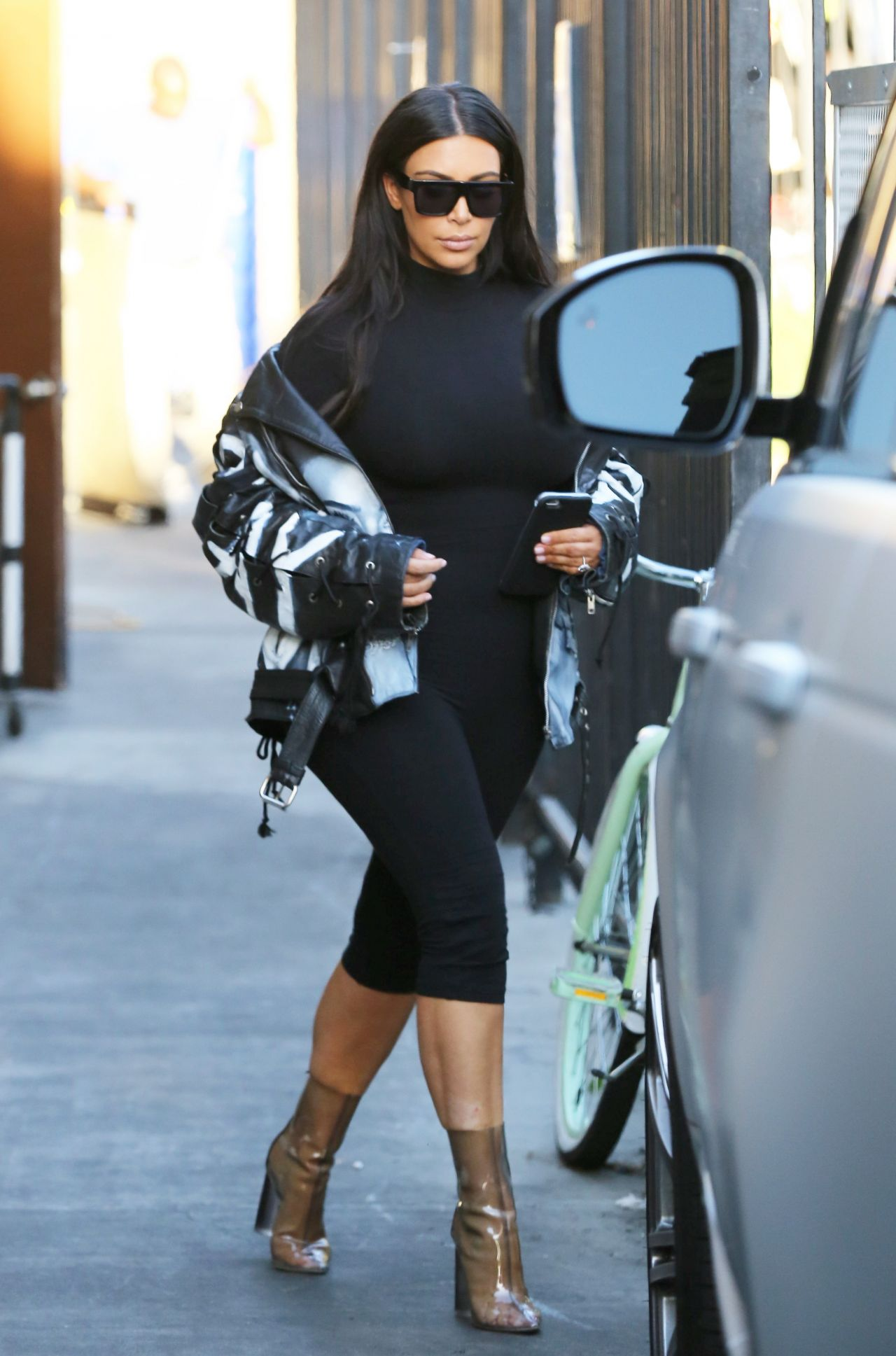 Kim Kardashian Casual Style Out In Los Angeles Ca 2 24 2016