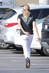LeAnn Rimes - Shopping at a Whole Foods in Malibu 2/18/2016