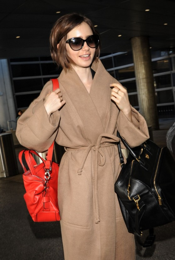 lily-collins-arrives-at-lax-in-los-angeles-february-2016-1