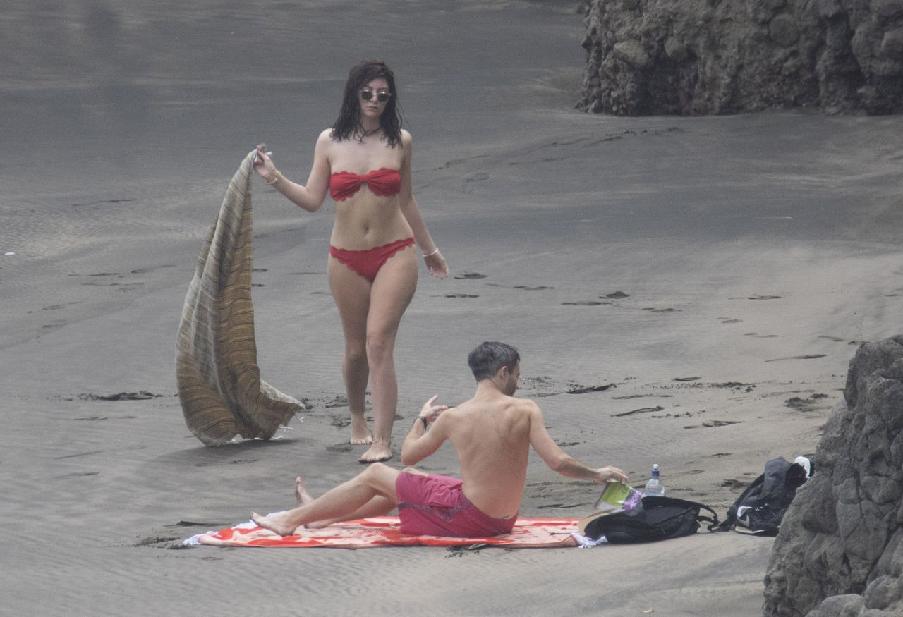 flirting games at the beach 2017 video songs list