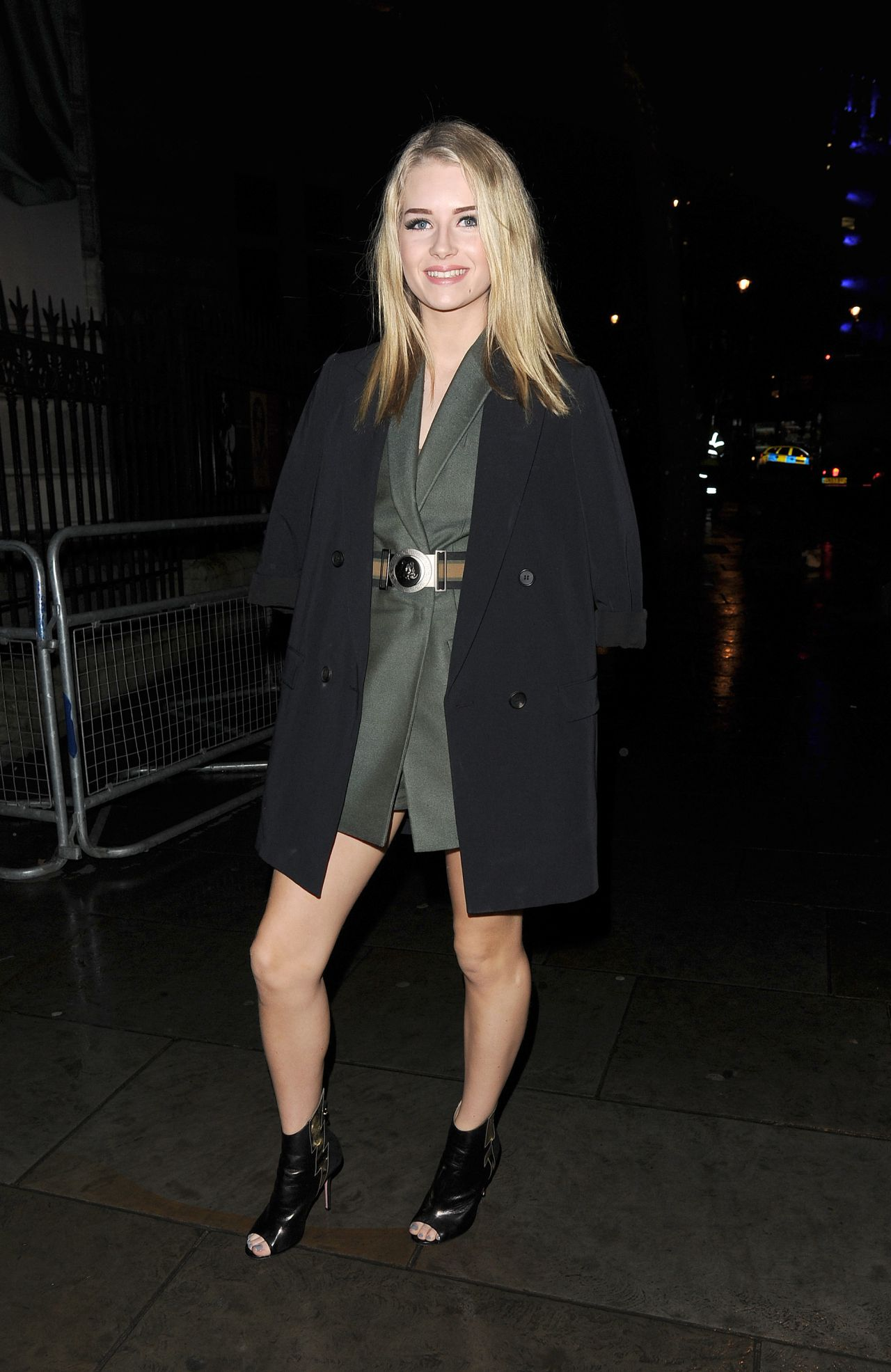 pimpandhost.com uploaded on 2016 AM ~]] Filename: lottie-moss-vogue-100-a-century-of-style-in-london-february-9-2016 -4.jpg