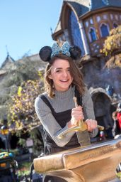 Maisie Williams at Disneyland in Anaheim, 02/01/2016