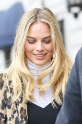 Margot Robbie Street Fashion - Out in New York City, February 2016