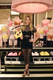 Martha Hunt - Shopping at Victoria