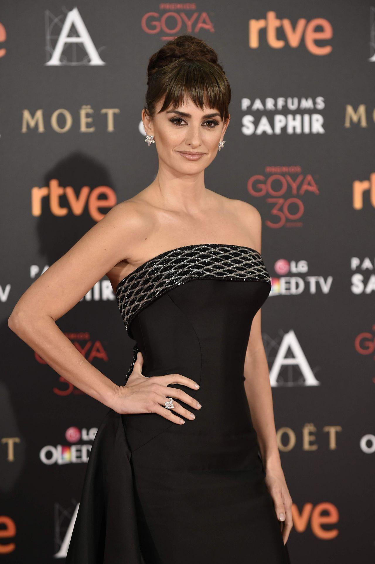 Penelope Cruz – 2016 Goya Film Awards in Madrid Penelope Cruz