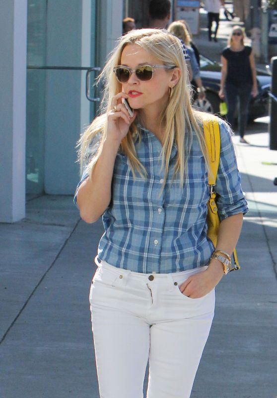Reese Witherspoon Casual Style - Out in Santa Monica, 2/25/2016