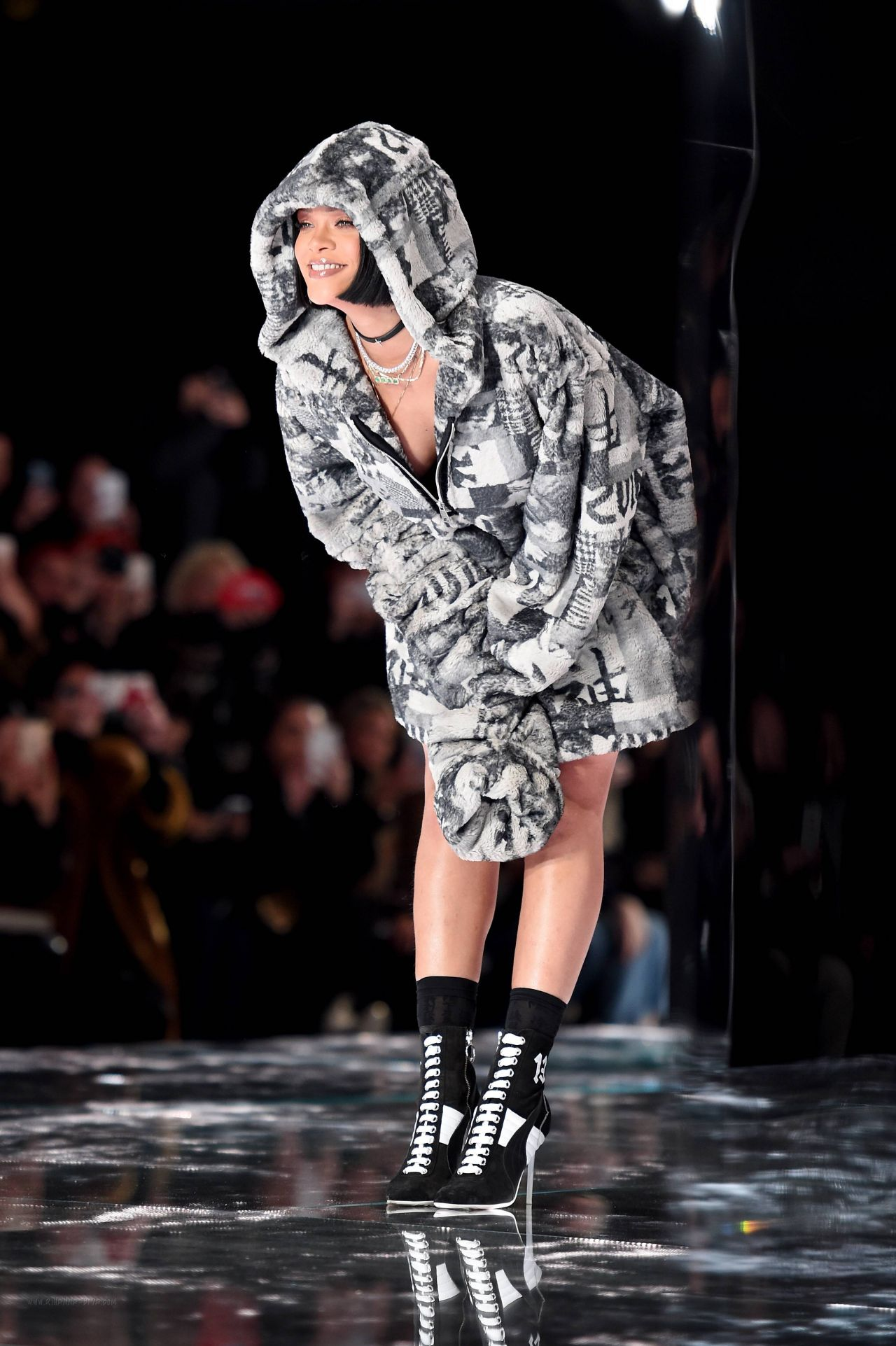 rihanna fenty puma fall 2016 collection nyfw february. Black Bedroom Furniture Sets. Home Design Ideas
