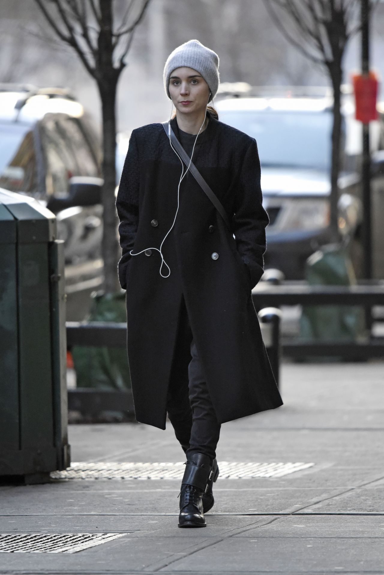 rooney mara winter style out in new york city february 2016. Black Bedroom Furniture Sets. Home Design Ideas