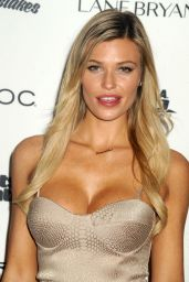 Samantha Hoopes - Sports Illustrated Swimsuit 2016 - NYC VIP Press Event