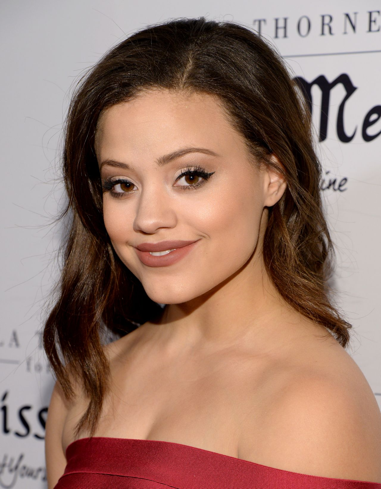The 21-year old daughter of father (?) and mother(?), 155 cm tall Sarah Jeffery in 2017 photo