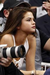 Selena Gomez at Lakers Spurs Game in San Antonio, TX, February 2016