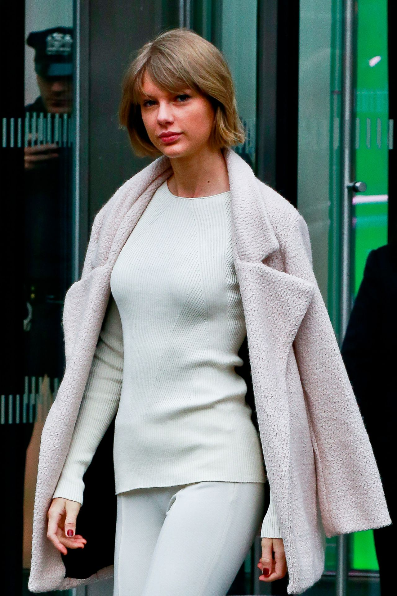 Taylor Swift - Leaving Vogue's Office in NYC 2/21/2016 Taylor Swift
