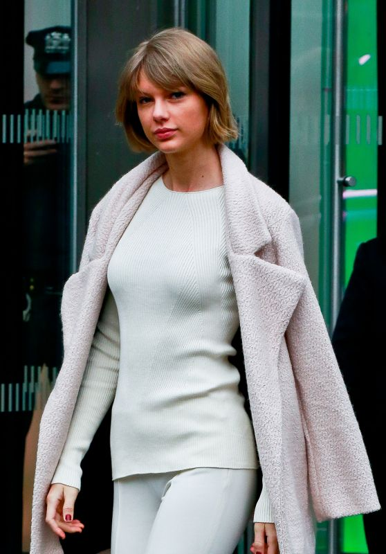 Taylor Swift - Leaving Vogue