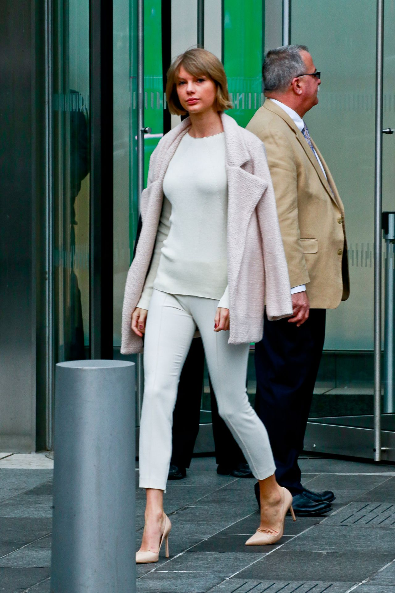 Taylor Swift Leaving Vogue S Office In Nyc 2 21 2016