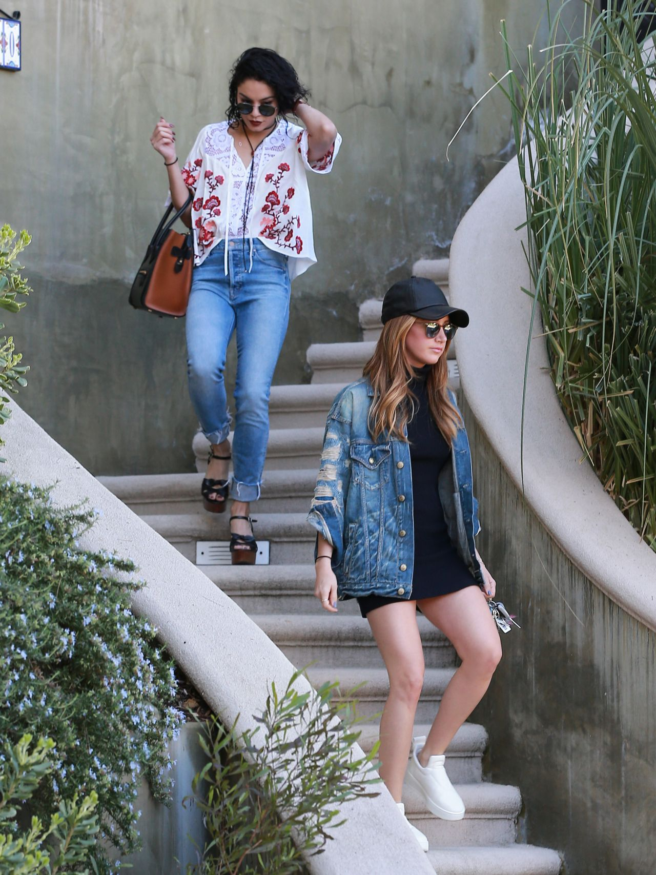 Leaked Legs Vanessa, Stella Hudgens Ashley Tisdale  nude (82 images), Instagram, braless