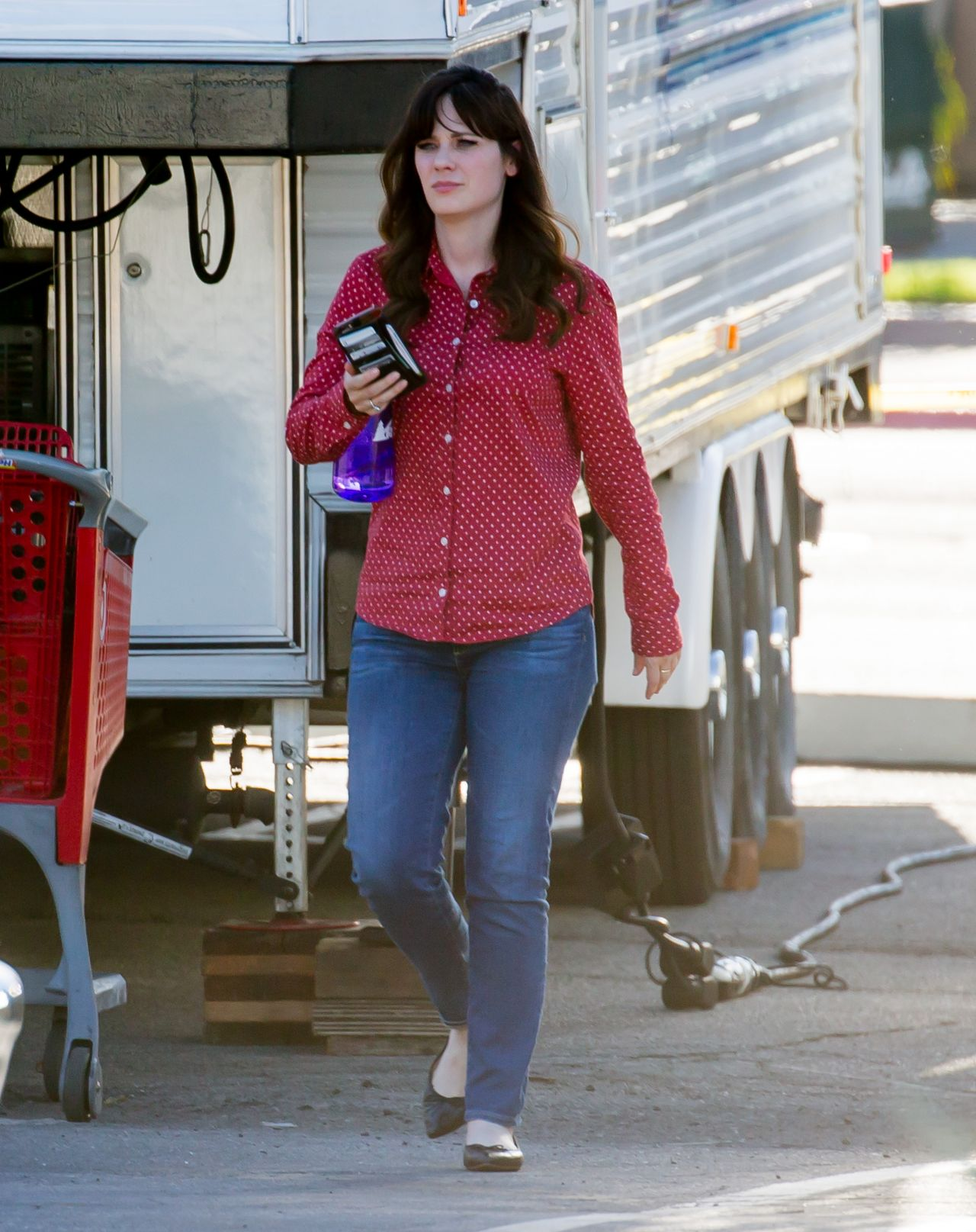 Zooey Deschanel - On the Set of New Girl in Los Angeles, 2 ...