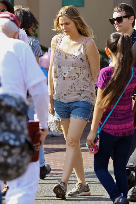 alicia-silverstone-on-a-trip-to-disneyland-florida-3-13-2016-1