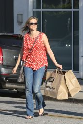 Amy Smart - Shopping at New Balance in Los Angeles 2/29/2016