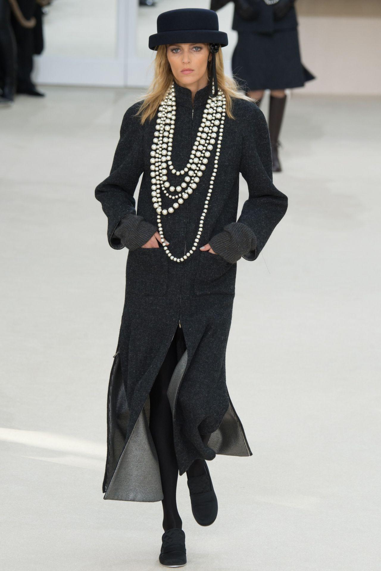 Anja Rubik Chanel Fashion Show In Paris March 2016