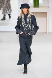 Anja Rubik – Chanel Fashion Show in Paris, March 2016