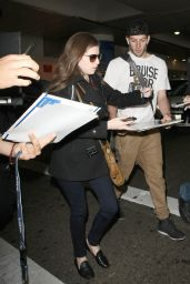 Anna Kendrick Airpot Style - LAX in Los Angeles 3/11/2016