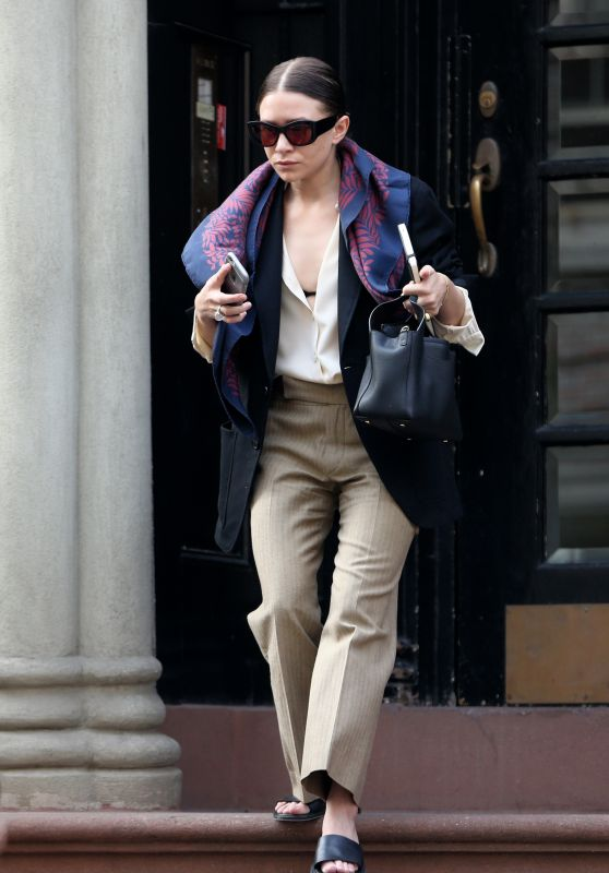Ashley Olsen Street Fashion - New York City, 3/10/2016