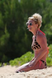 Britney Spears Bikini Candids - Hawaii, March 29 2016