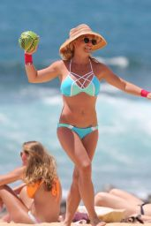 Britney Spears in a Bikini - Beach in Hawaii 3/28/2016