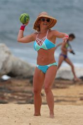 Britney Spears in a Bikini - Beach in Hawaii 3/28/2016