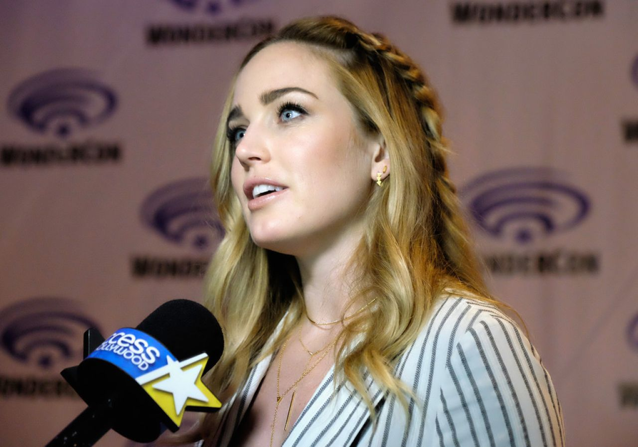 Caity lotz dc s legends of tomorrow panel at wondercon 2016 in los