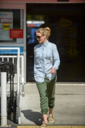 Cameron Diaz Street Style - Shopping at Petco NYC 3/13/2016