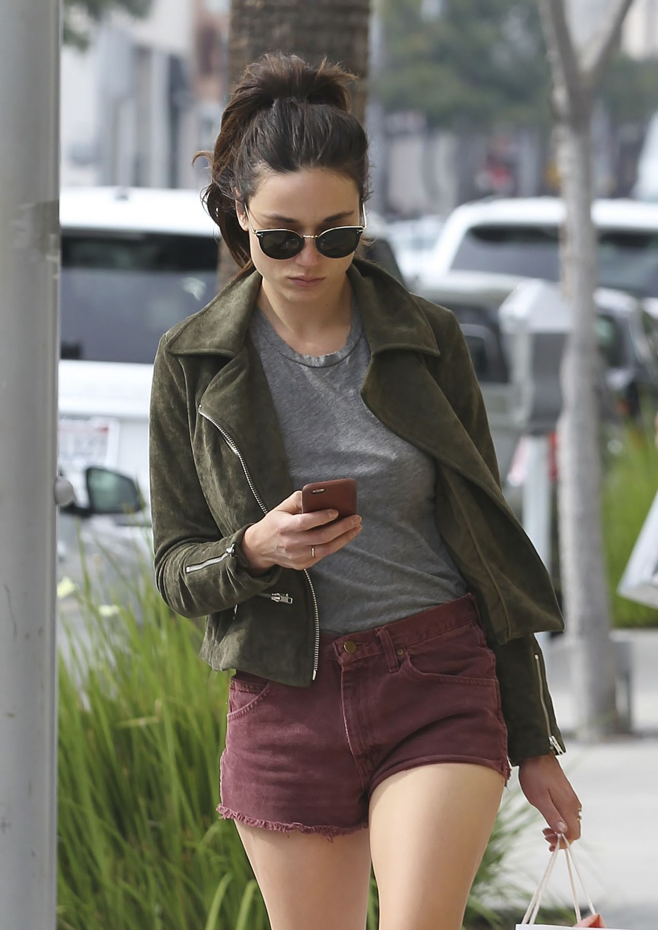 Crystal Reed Leggy In Shorts Shops In Beverly Hills Ca