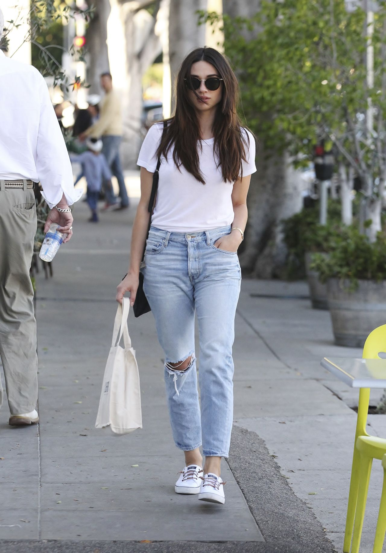Crystal Reed Street Style Shopping In Los Angeles 3 22 2016