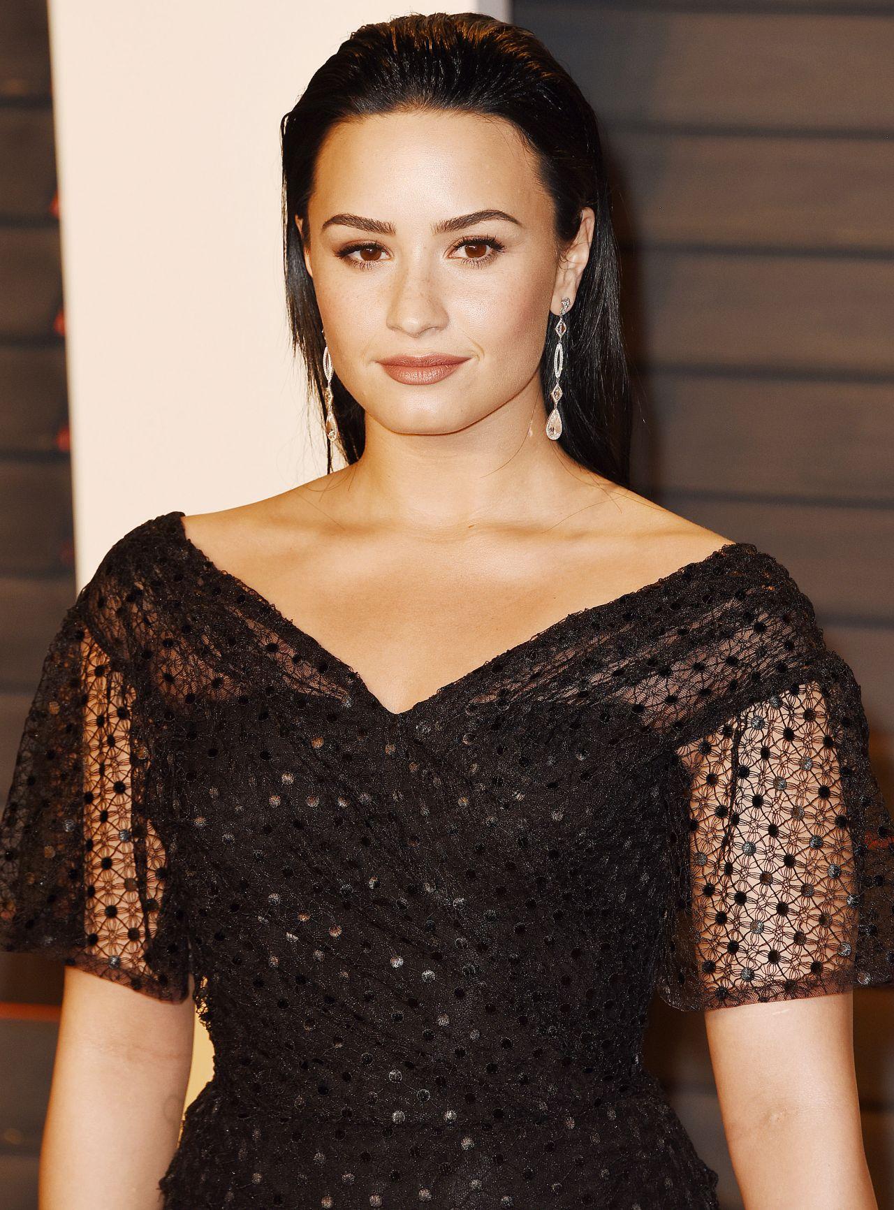 Demi Lovato  2016 Vanity Fair Oscar Party In Beverly -4273
