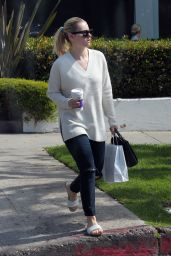 Elisha Cuthbert - Out in Hollywood, 3/1/2016