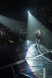 Ellie Goulding - Performing at The o2 Arena in London, UK 3/25/2016