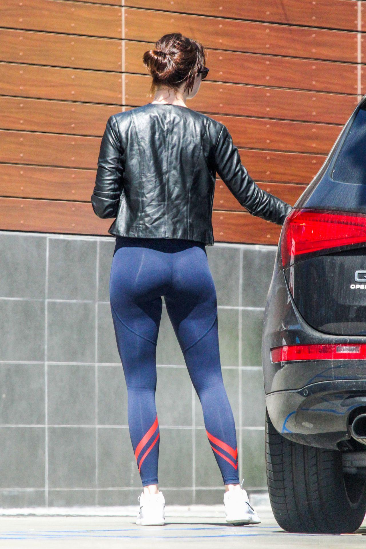 Sarah silverman ass butt bus, Girls